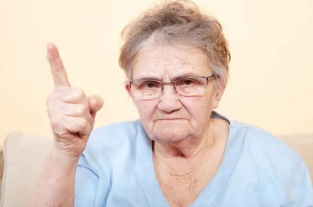 """Бабушка полгода не разговаривает с внучкой-первоклассницей: """"Пусть признает свою вину"""""""