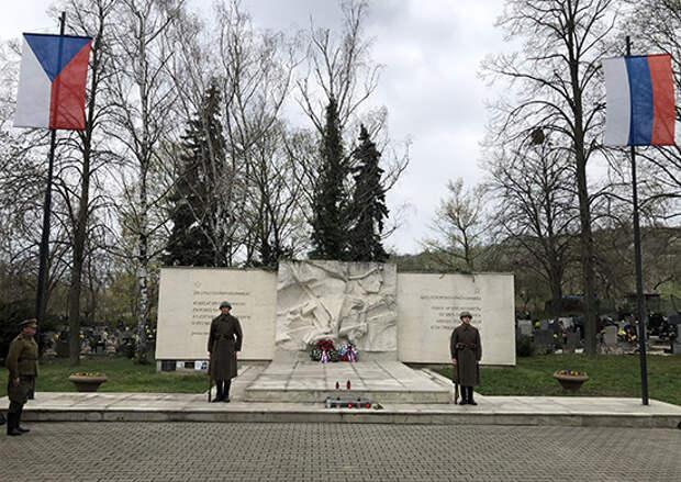 Российские и чешские активисты установили и уточнили 1872 имени солдат и офицеров Красной Армии, захороненных в Чехии