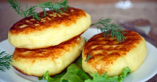 Пирожки из картофельного пюре на сковороде