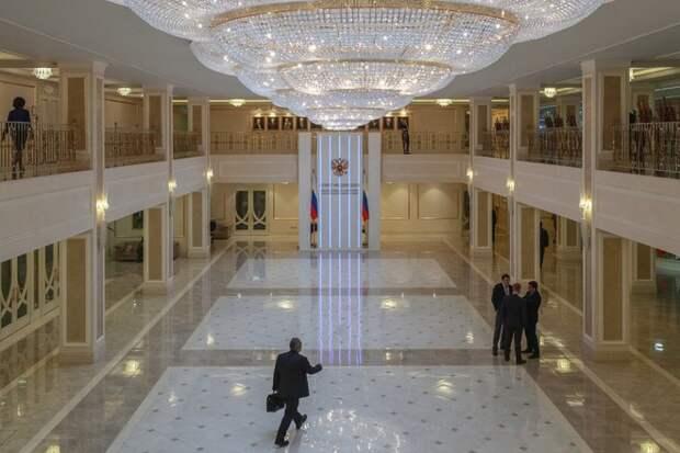 В Совфеде пообещали ответить США на высылку российских дипломатов