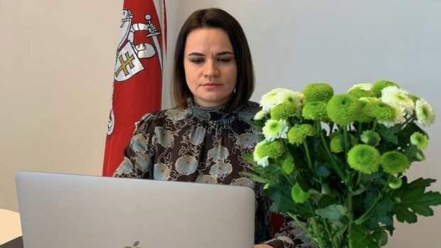 Жители Польши высмеяли Тихановскую из-за конфуза с флагом Белоруссии
