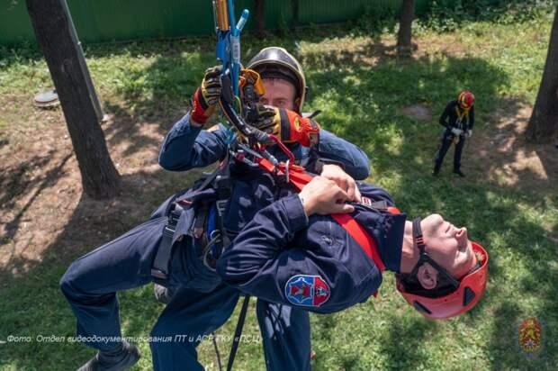 В Москве проходят соревнования по проведению спасательных работ на высоте