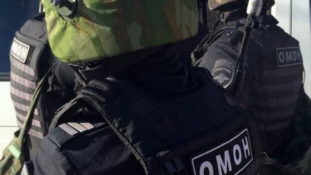 Бойцы петербургского ОМОНа провели тренировку на площади Балтийского вокзала