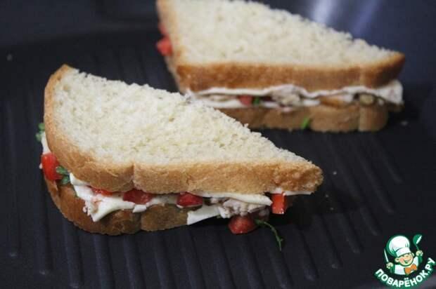 ЛЮБИМЫЙ ЗАВТРАК. Горячий сэндвич с курицей и помидорами