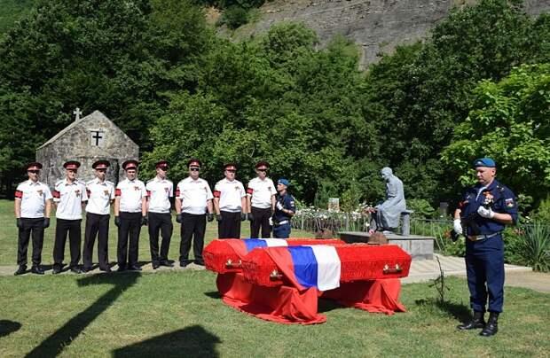 Останки 12 неизвестных солдат захоронили в урочище Поднависла