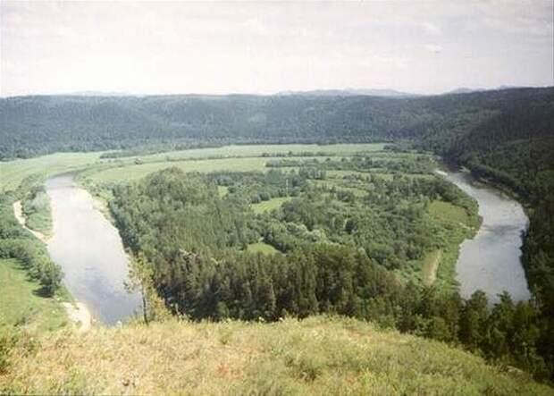 На реке Большая Караганка расположен исторический памятник Аркаим.