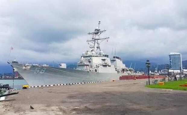 На фото: эсминец USS Laboon (DDG 58) 6-го флота США в Черное море