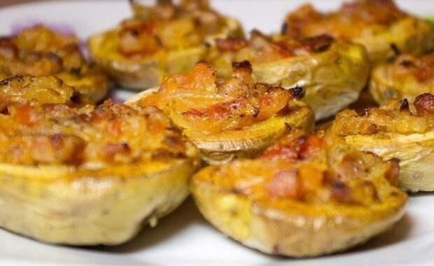 Шесть вкусных рецептов фаршированной картошки