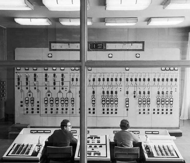 6 фото советских офисов, похожих на космические корабли