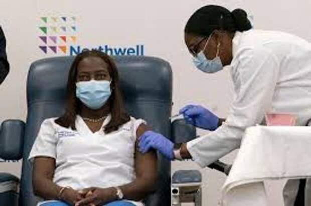 В США для привитых от коронавируса проведут лотерею, но и раздадут много разных «пряников»