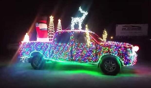 Toyota Tundra к Рождеству нарядилась в 14 тысяч светодиодов