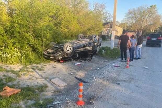 На Кубани в аварии с перевернувшейся иномаркой пострадали двое детей