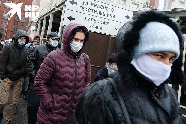 Миллионы людей не имеют денег и предоставлены сами себе Фото: Владимир ВЕЛЕНГУРИН