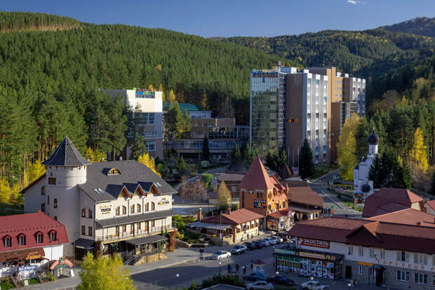 Говорят, здесь, как в Швейцарии. Город в Сибири с вечной атмосферой праздника и праздности