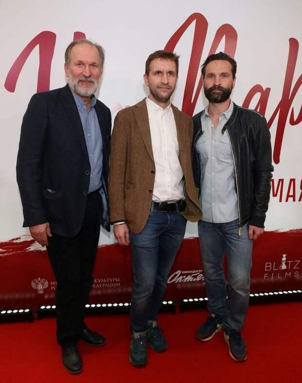 Виктор Добронравов со своим отцом Федором и младшим братом Иваном