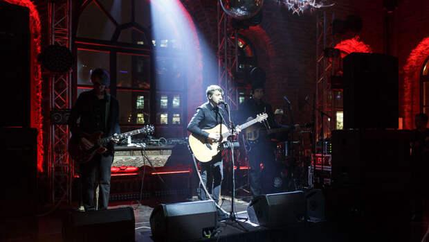 """Лидер группы """"Нервы"""" устроил драку в баре в Москве"""
