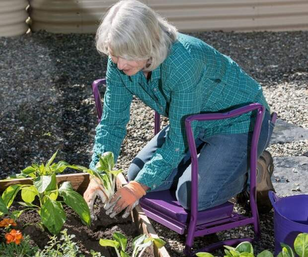 Подставка под колени в саду