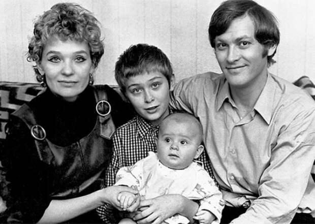 Светлана Светличная с мужем и детьми, 1970-е гг. | Фото: liveinternet.ru