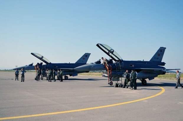 Армения нанесла ракетный удар по аэродрому с турецкими истребителями F-16