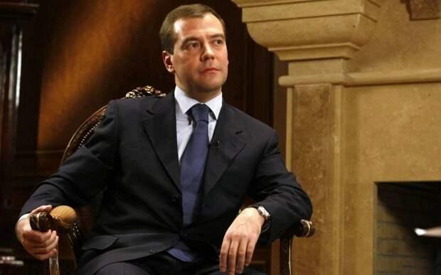 Медведев считает граждан идиотами?