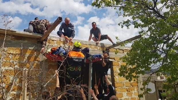 В Крыму рабочего придавило крышей