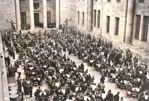 Новая Рейхсканцелярия. Двор Почета. 1939-1940