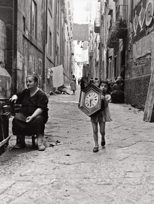 Старые часы, Неаполь, 1954 год