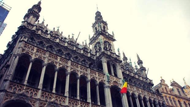 Машина с королем Бельгии оказалась в толпе демонстрантов в Брюсселе