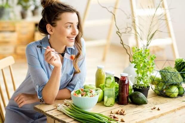 Диетолог рассказала о том, как скорректировать питание летом
