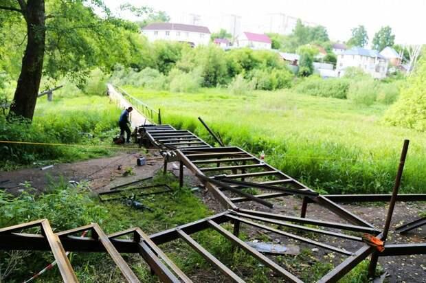 В Ижевске начали строить пешеходный мост через речку Подборенку
