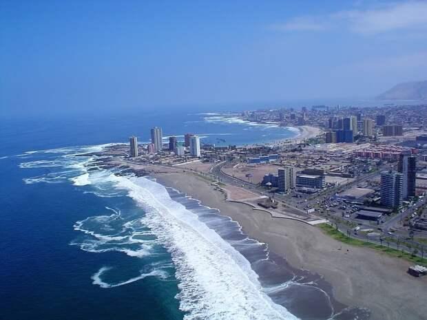 Почему по всему побережью Северной и Южной Америки никто не купается
