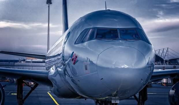 У самолета, летевшего из Тюмени в Новый Уренгой, сломался двигатель