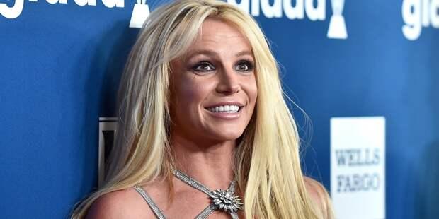 Суд позволил Бритни Спирс самой нанять адвоката