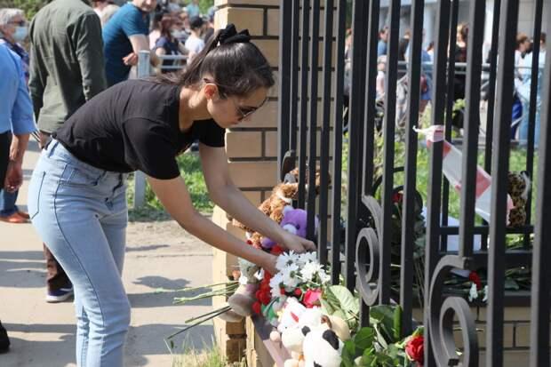 «Из-за вас нас всех убьют!» Дети в Казани бежали от смерти, но им не открыли двери