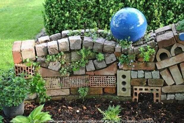 А это правда строительный мусор. Но симпатично Фабрика идей, дорогие, забор, интересное, камни, кирпич, красиво