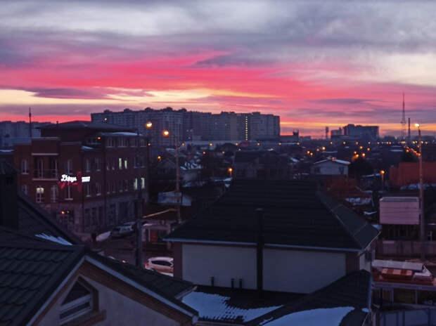 И небо утопало в красках: синоптик объяснил розовые рассветы на Кубани