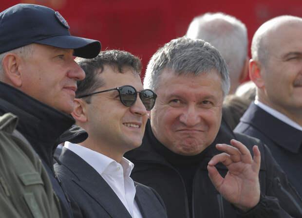 """Галстуки к бою: """"Бессмертный"""" Саакашвили против Авакова"""