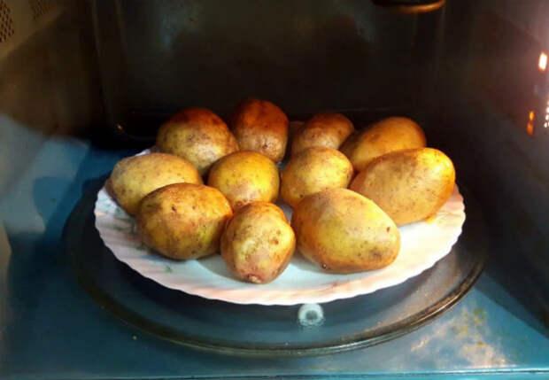 Варим картошку без воды за 10 минут