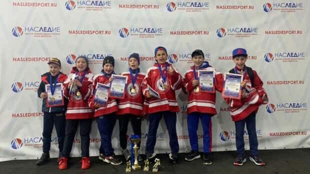 Команда «Наследие» стала обладателями Кубка ветеранов МВД по хоккею
