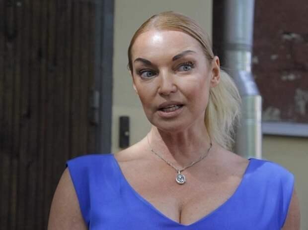 Волочкова разозлила россиян очередным шпагатом в день траура в Татарстане