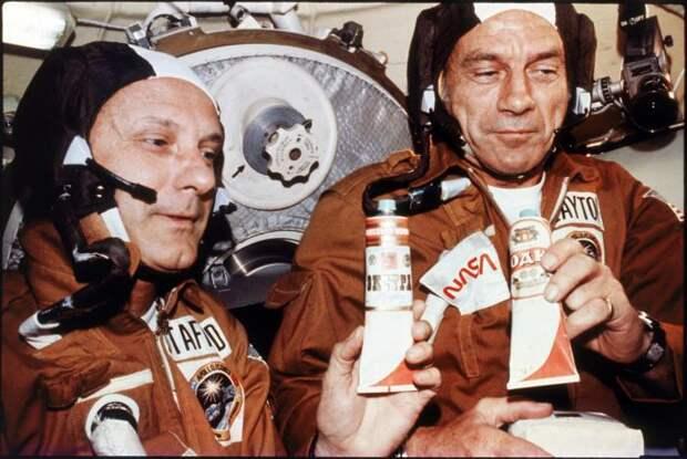 Как советские космонавты американских астронавтов спаивали