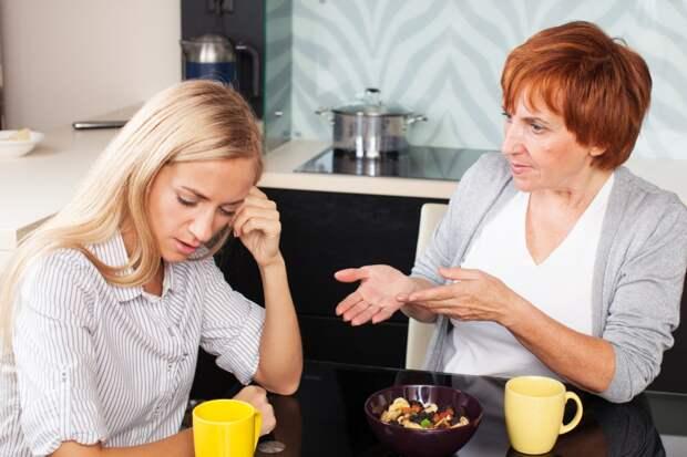 Завистливая мать питается энергией дочери, как голодный вампир, но ее нужно простить