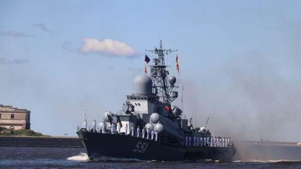 В Кронштадте и Петербурге прошел главный военно-морской парад страны в честь Дня ВМФ РФ