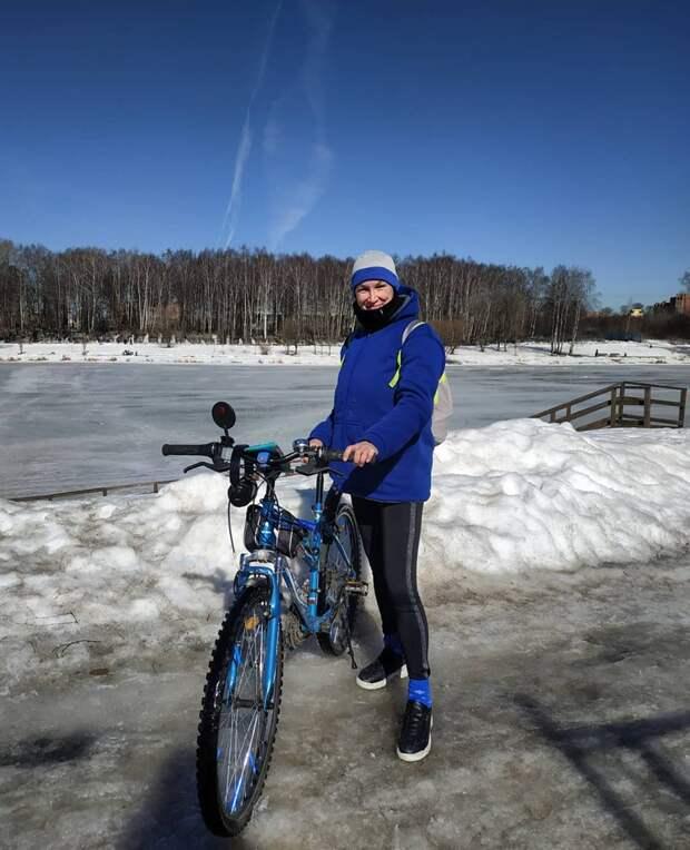Фото дня: жительница Лосинки открыла велосипедный сезон