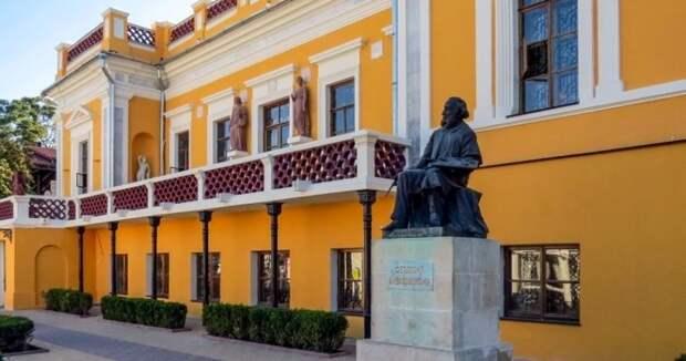 Айвазовский не завещал Аксенову деньги ФЦП
