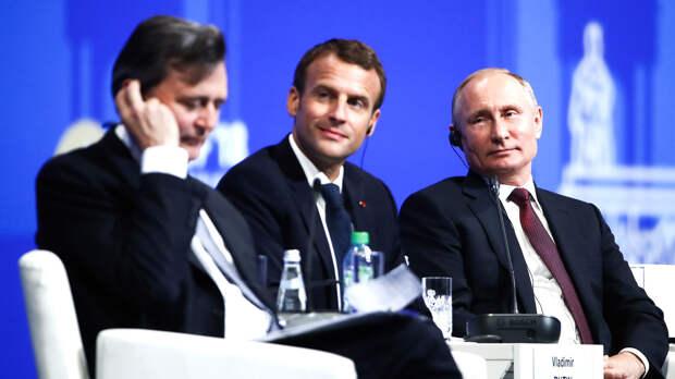 Президент Франции Эммануэль Макрон на ПМЭФ-2018