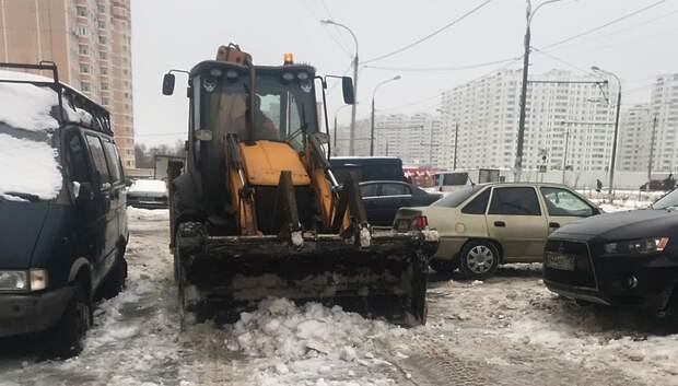 Порядка 60 единиц техники вывели на дороги Подольска для уборки снега
