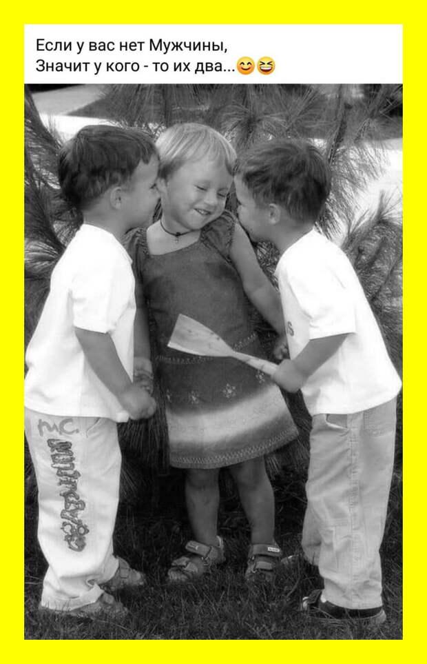 Дети играли во дворе в войнушку водяными пистолетами...