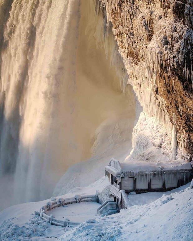 zamerzshiy Niagarskiy vodopad 13