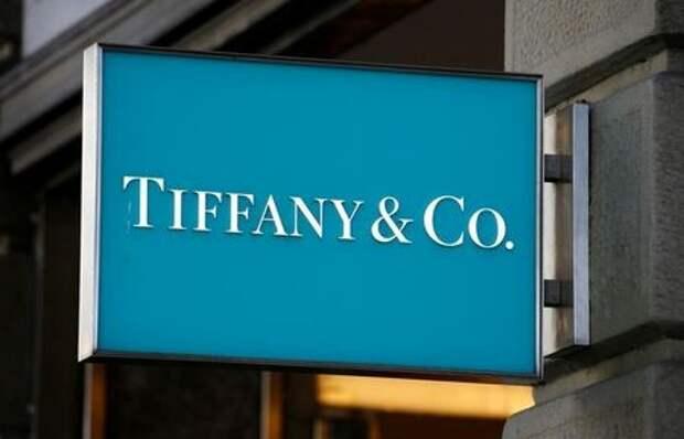 Логотип Tiffany & Co. в Цюрихе, Швейцария, 9 сентября 2020 годаа. REUTERS/Arnd Wiegmann